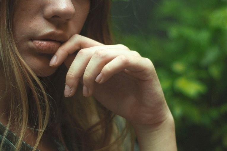 Sočno pušenje usana