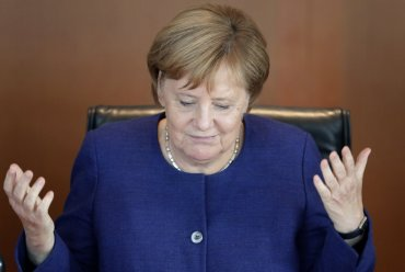 MADE IN CHINA: Angela Merkel na stubu srama zbog FALSIFIKATA!