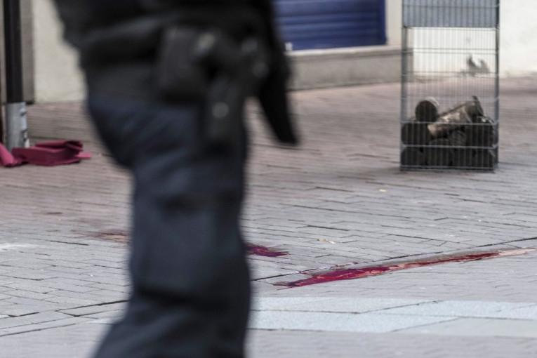 Republika / MIKI ĐURIČIĆ UBIJEN NA SEMAFORU: Ubice prišle i izrešetale ga  kroz prozor automobila