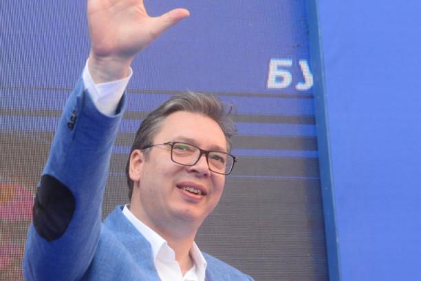 Republika / (VIDEO) Đilasovci ovo nisu očekivali: Vučić im mahnuo ...